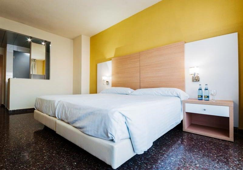 فندق Fontana Plaza تورّبييخا