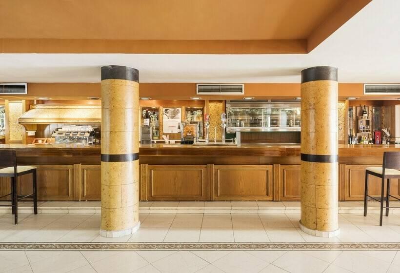 مطعم فندق Ilunion Las Lomas مّريدو
