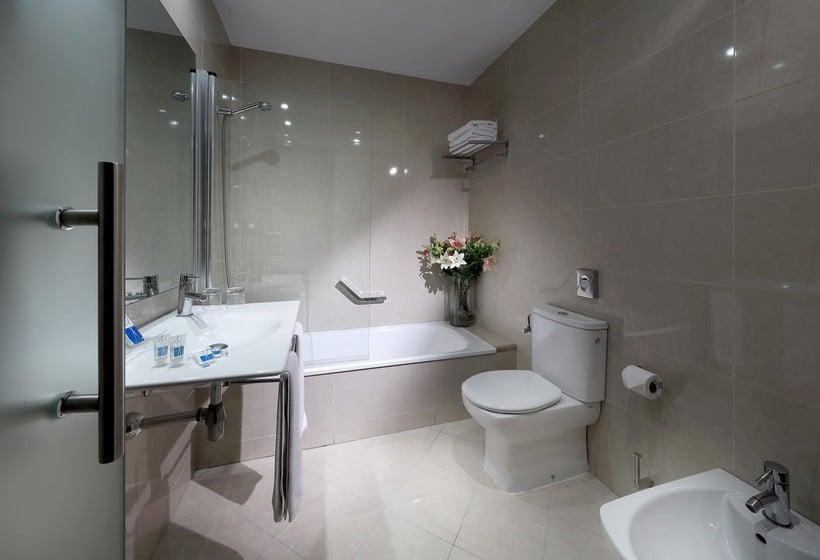 Bathroom Hotel Juan Miguel Granada