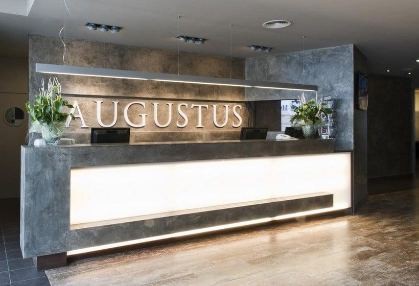 Front desk Hotel Augustus Cambrils