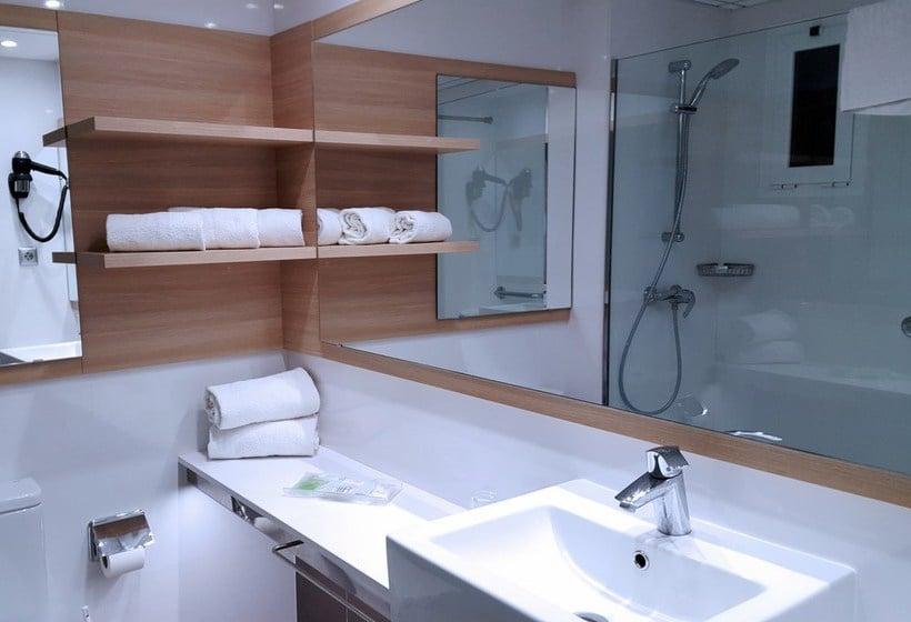 Bathroom فندق Augustus كامبريلس