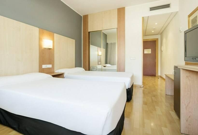 Quarto Hotel Ilunion Romareda Saragoça