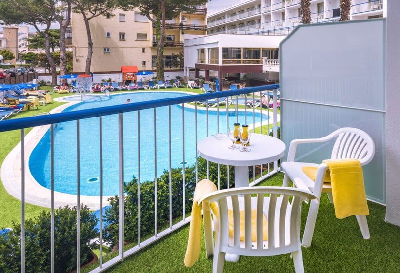 Hotel ght costa brava in tossa de mar starting at 19 for Terrace hotel contact number
