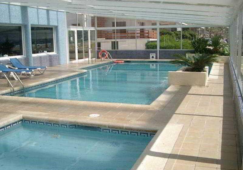 ホテル Montecarlo ロザス
