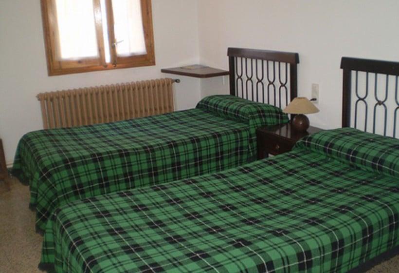 Room Pensión Andreva Llessui