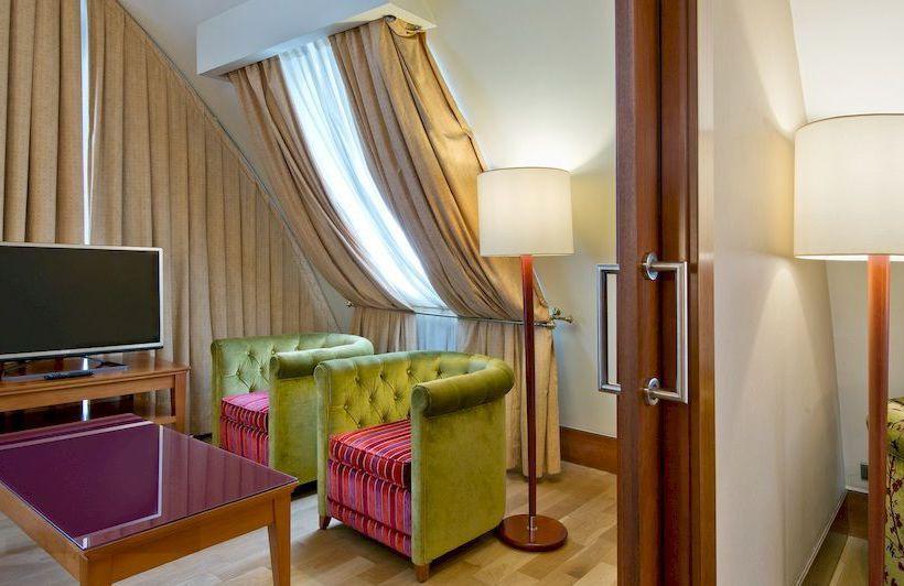 ホテル NH Palacio de Vigo ビーゴ