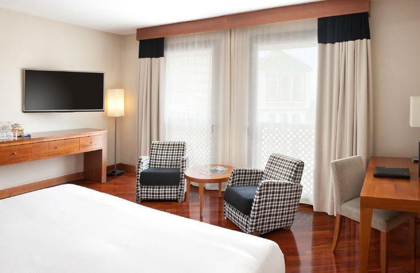 部屋 ホテル NH Málaga マラガ