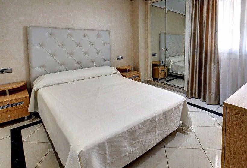 غرفة Apartamentos 1ª Linea Multiservicios Marina D'Or أوروبيسا ديل مار