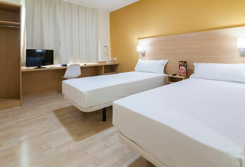 غرفة فندق B&B Las Rozas لاس روثاس