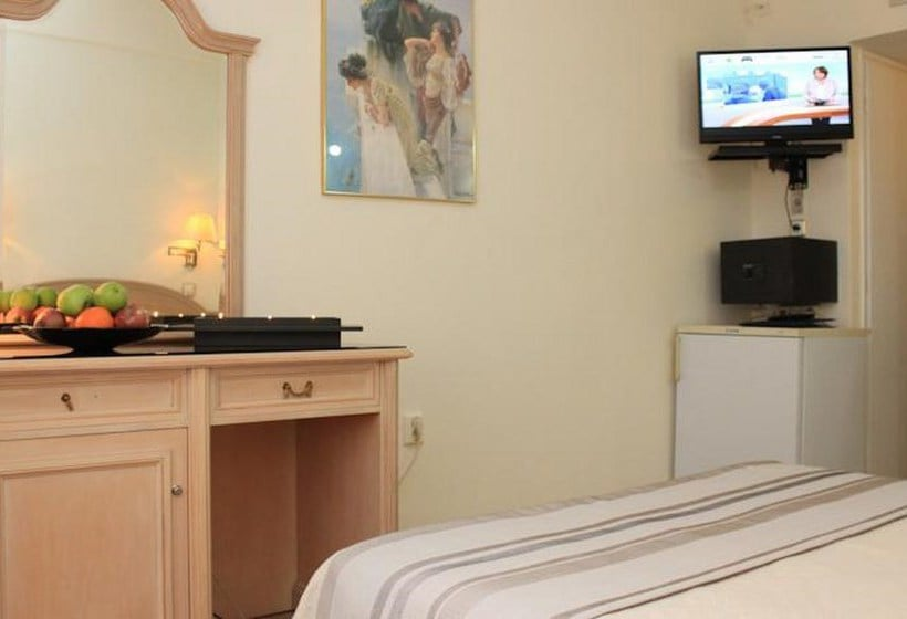 Camera Hotel Hellinis Atene