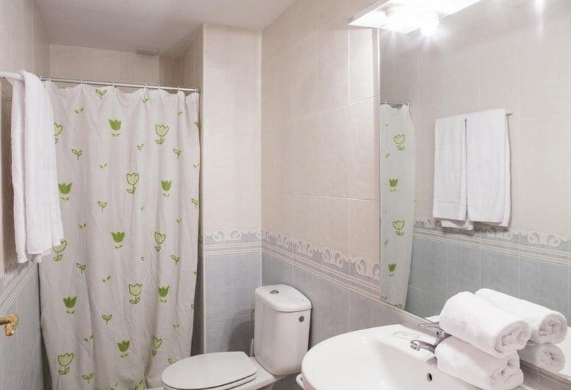 Bathroom Apartamentos Ibersol Siesta Dorada Salou