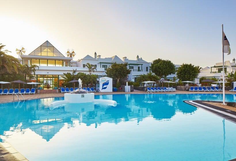 Schwimmbad THB Royal Playa Blanca