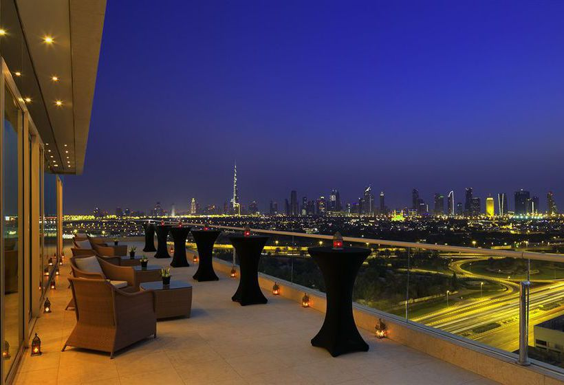 تراس فندق Raffles Dubai دبي