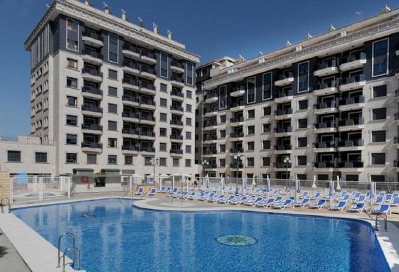 Swimming pool Apartamentos Nuriasol Fuengirola