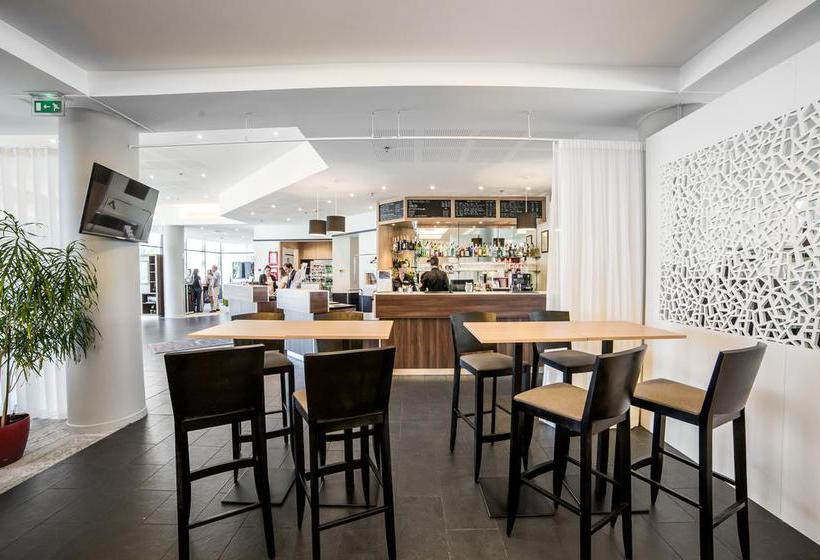 Café Hotel Courtyard Toulouse Airport