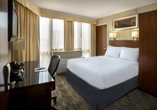 فندق DoubleTree by Hilton New York Times Square South نيويورك