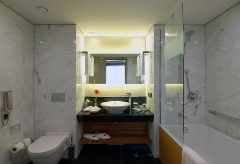Bathroom Hotel Doubletree By Hilton Istanbul Old Town