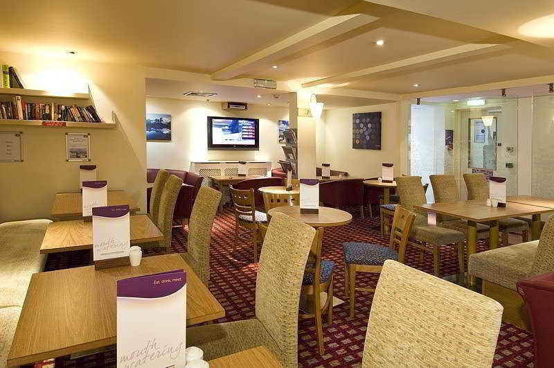 هتل Premier Inn Gatwick Airport Central Crawley