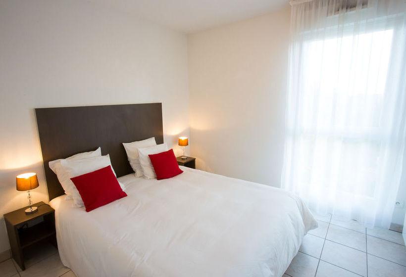 All suites appart hotel bordeaux merignac em merignac for Appart hotel bordeaux