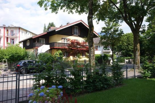 landhaus weiss bad reichenhall interessante. Black Bedroom Furniture Sets. Home Design Ideas