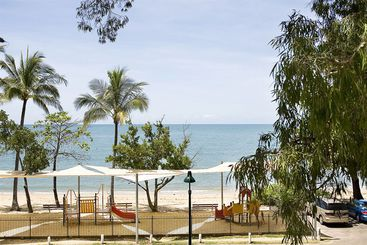 hotel peppers beach club spa palm cove palm cove the. Black Bedroom Furniture Sets. Home Design Ideas
