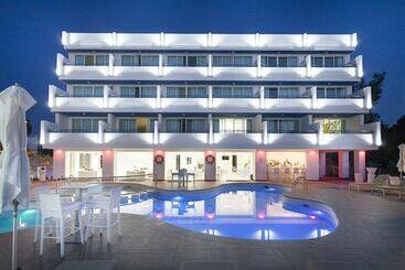 Aparthotel Marina Playa - Adults Only