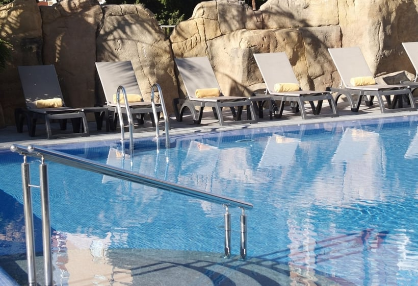حمام سباحة فندق Sandos Mónaco Beach & Spa - Adults Only بينيدورم