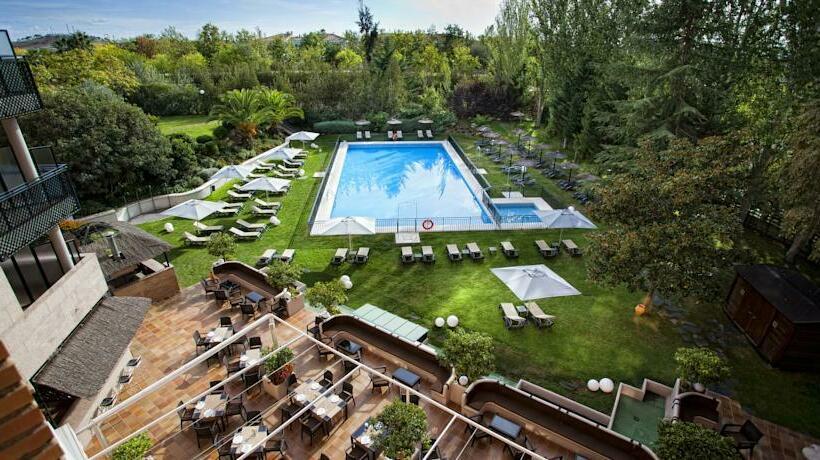 Swimming pool Hotel Barceló Cáceres V Centenario Caceres