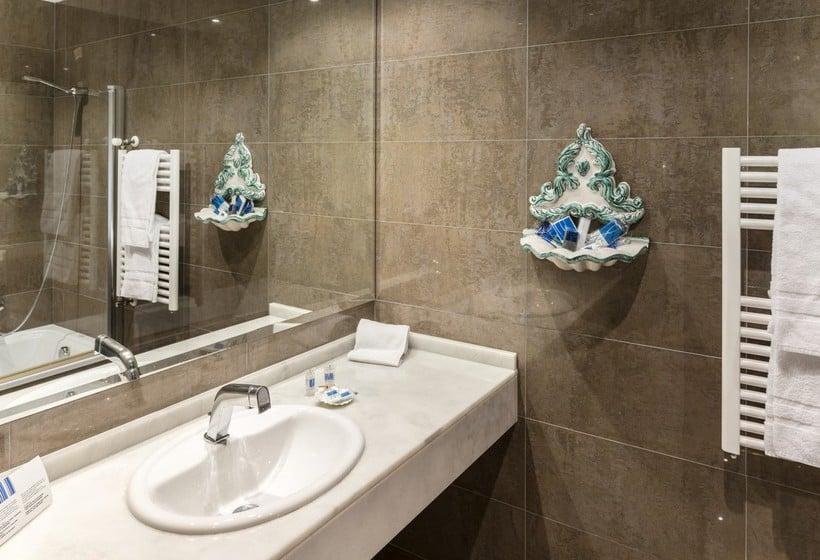Bathroom Hotel Fernán González Burgos