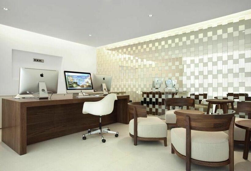 h tel hilton barcelona barcelone partir de 41 destinia. Black Bedroom Furniture Sets. Home Design Ideas