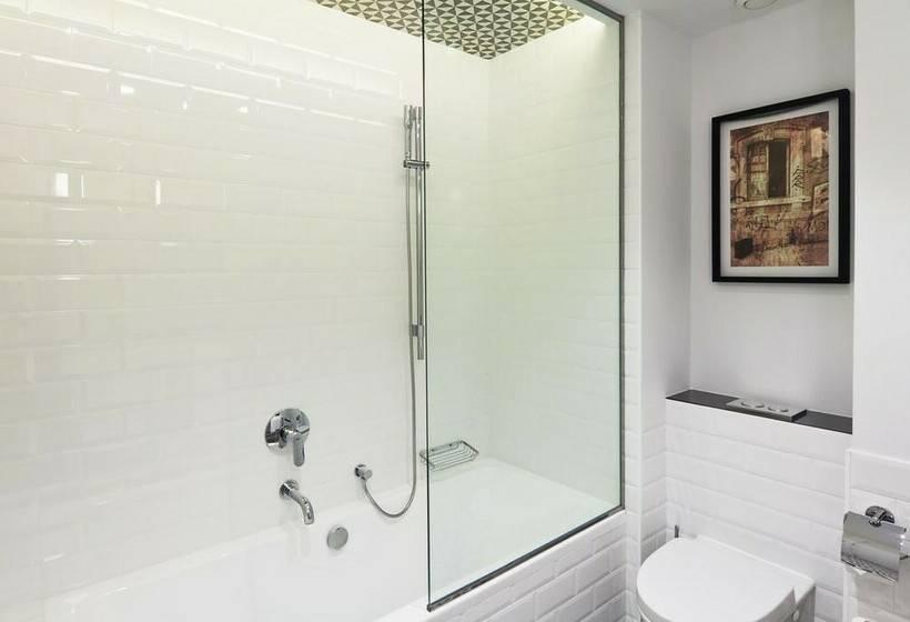Bathroom فندق One Shot Palacio Reina Victoria 04 فالنسيا