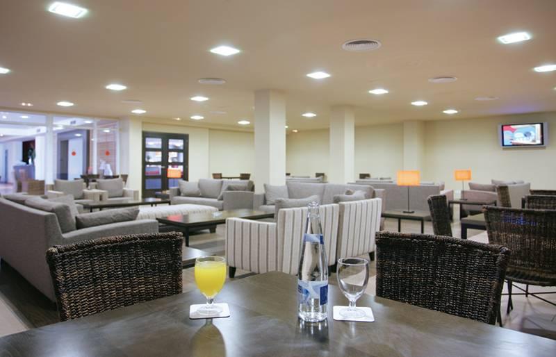 ホテル Sur Menorca Biniancolla