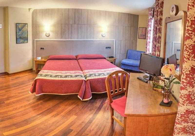Hotel arag ells em benasque desde 30 destinia for Hotel avenida benasque