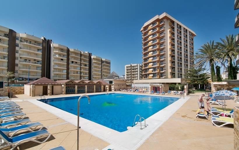 Swimming pool Hotel Las Piramides Fuengirola