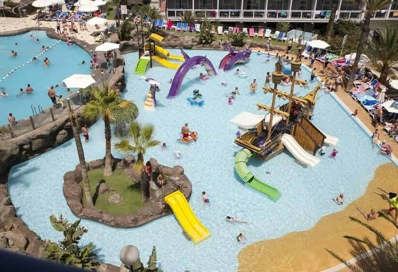 حمام سباحة فندق Los Patos Park بينالمادينا