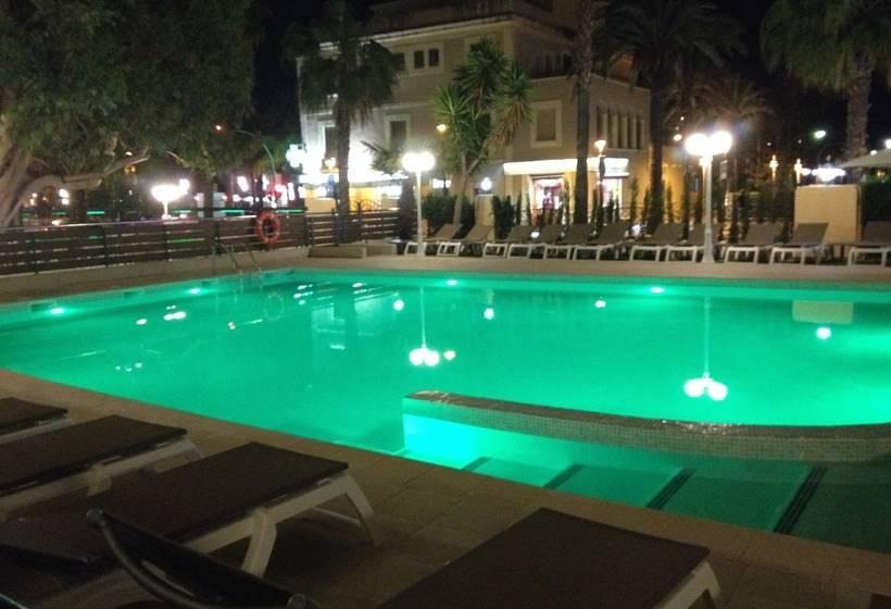 プール ホテル Planas サロウ