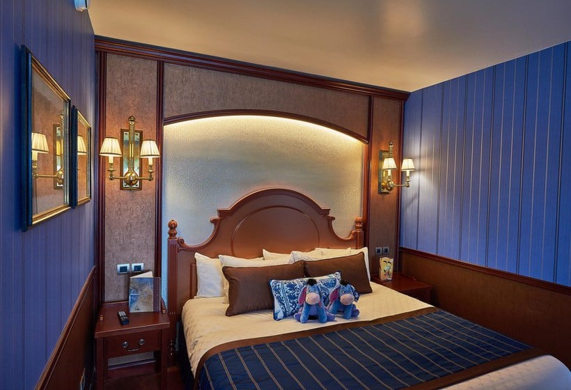 H tel disney 39 s newport bay club disneyland paris for Chambre hotel disney