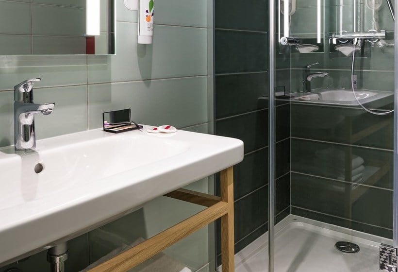 Bathroom Hotel Ibis Styles Paris Gare Saint Lazare