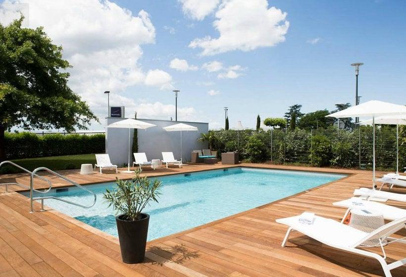 novotel bordeaux le lac bordeaux partir de 42 destinia. Black Bedroom Furniture Sets. Home Design Ideas