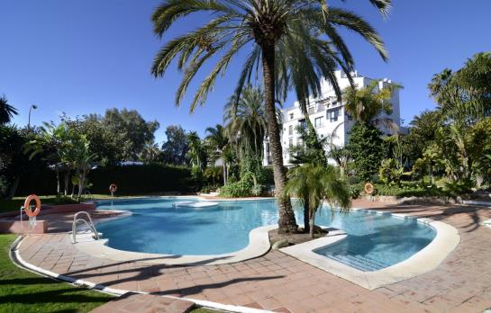 Club jardines del puerto puerto banus the best offers for Jardines del puerto
