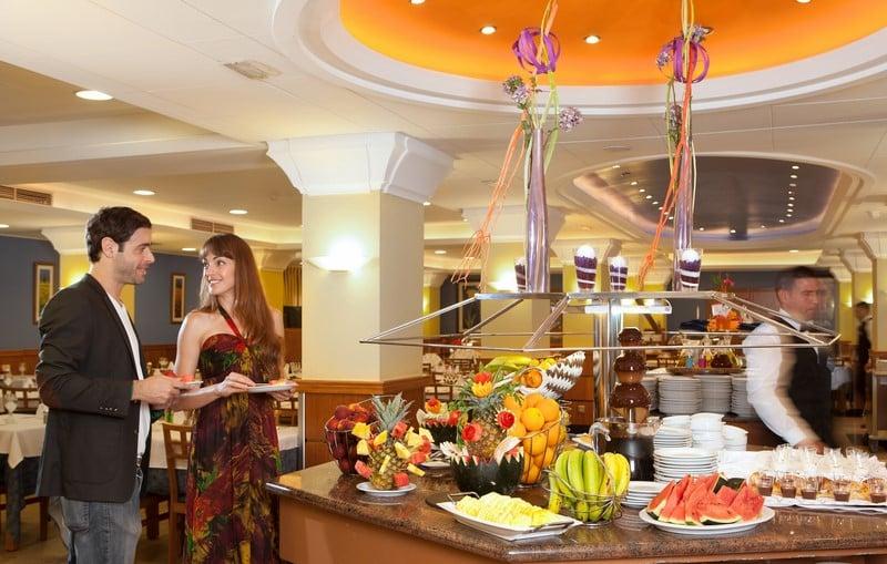 Hotel h top pineda palace in pineda de mar starting at for Restaurant pineda de mar