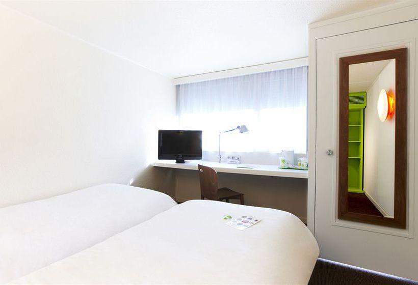 room photo 2422688 hotel campanile bordeaux sud pessac hotel. Black Bedroom Furniture Sets. Home Design Ideas