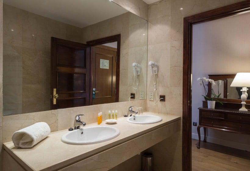 Bathroom Hotel Príncipe Pio Madrid