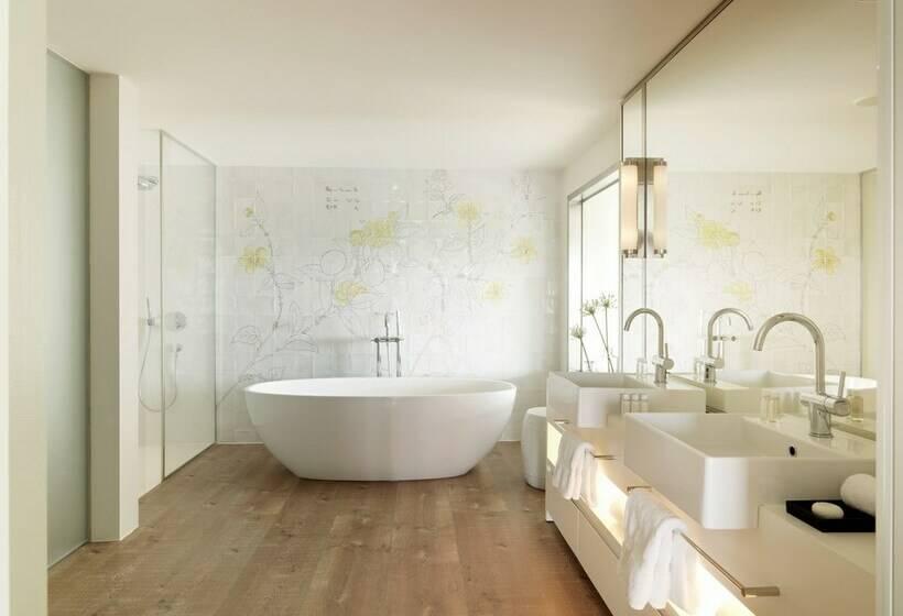 Bathroom Hotel Camiral Caldes de Malavella