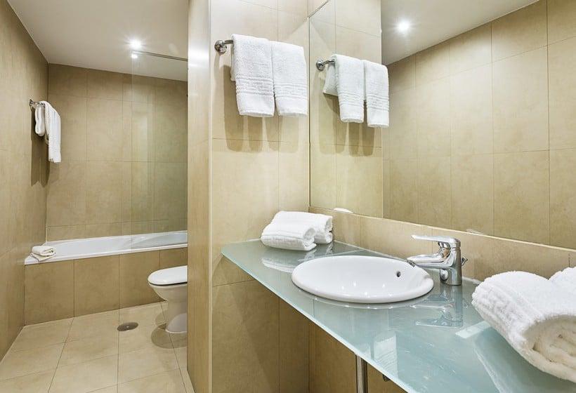 Bathroom B&B Hotel Madrid Airport T1 T2 T3