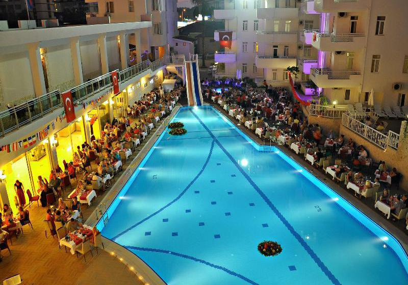 Swimming pool Apartamentos Merve Sun Side