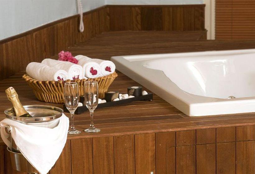 Detail Hotel Crystal Admiral Resort Suites & Spa Side