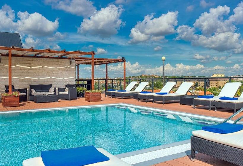 Schwimmbad Hotel H10 Roma Citta