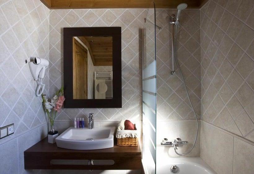 浴室 Apartamentos Els Llacs Bordes d'Envalira