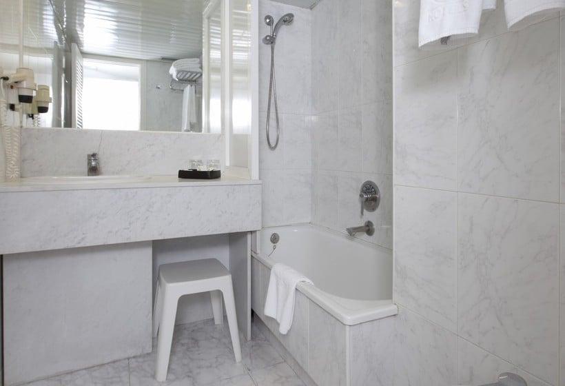 Bathroom Apartamentos Torre Belroy Benidorm